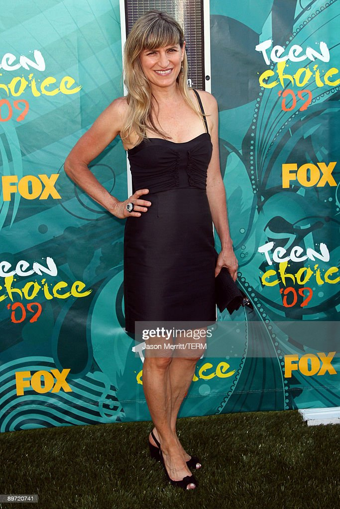 Director Catherine Hardwicke arrives at the 2009 Teen Choice Awards held at Gibson Amphitheatre on August 9, 2009 in Universal City, California.