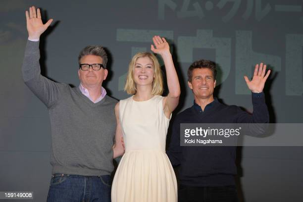 Director Christopher McQuarrie actress Rosamund Pike and actor Tom Cruise attend the 'Jack Reacher' press conference at the Ritz Carlton Tokyo on...