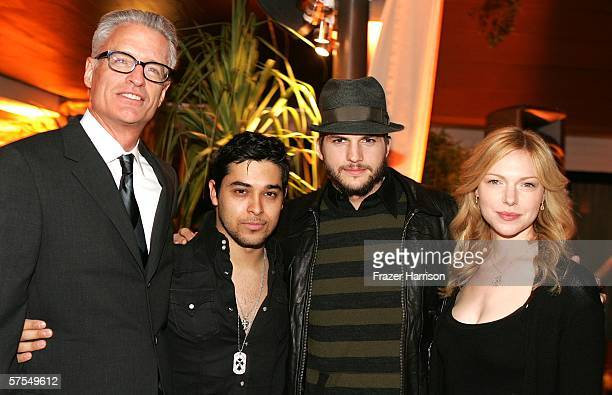 Director David Trainer Wilmer Valderrama Ashton Kutcher and Laura Prepon pose at the Fox Television 'That 70s Show' wrap party held at Tropicana at...