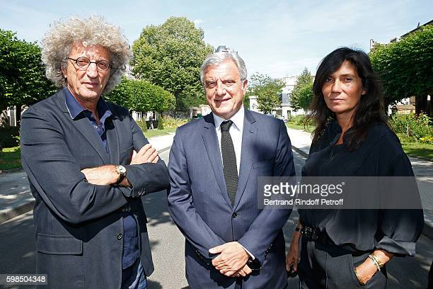 Director Elie Chouraqui CEO of Dior Sidney Toledano and journalist Emmanuelle Alt attend the Designer Sonia Rykiel's Funerals at Cimetiere du...