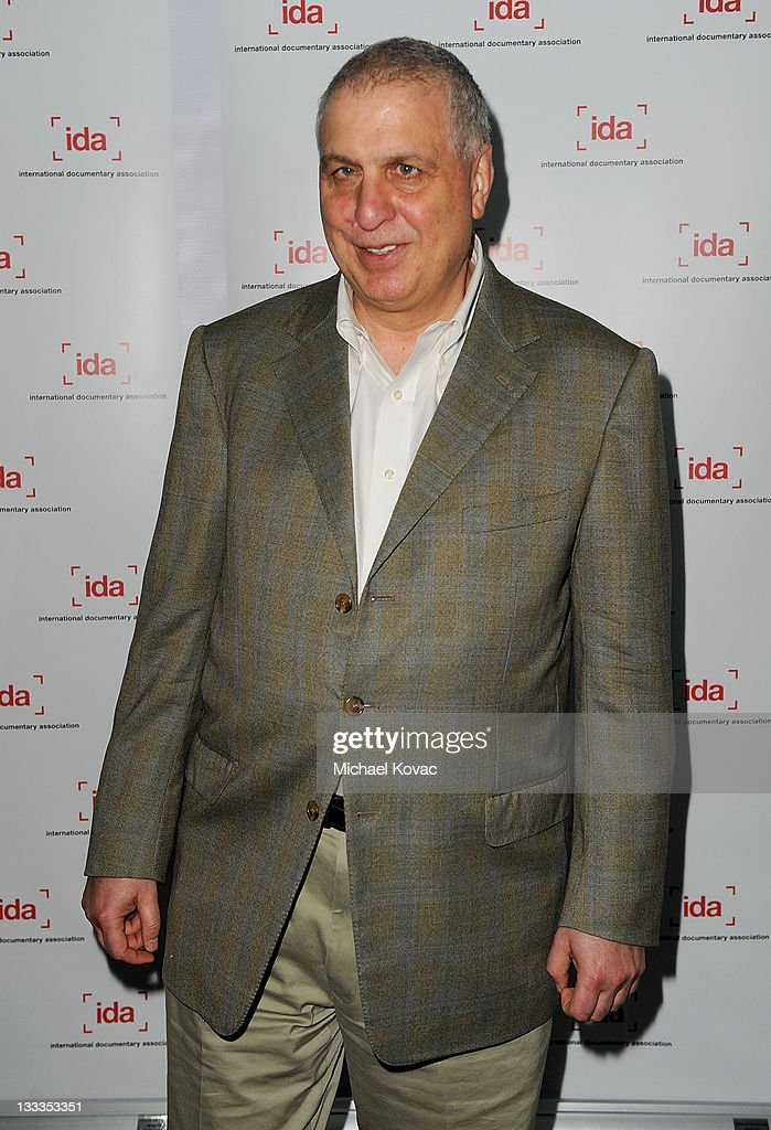 Director <a gi-track='captionPersonalityLinkClicked' href=/galleries/search?phrase=Errol+Morris&family=editorial&specificpeople=3078362 ng-click='$event.stopPropagation()'>Errol Morris</a> arrives at the International Documentary Association's 25th Annual Awards Ceremony at Directors Guild Of America on December 4, 2009 in Los Angeles, California.