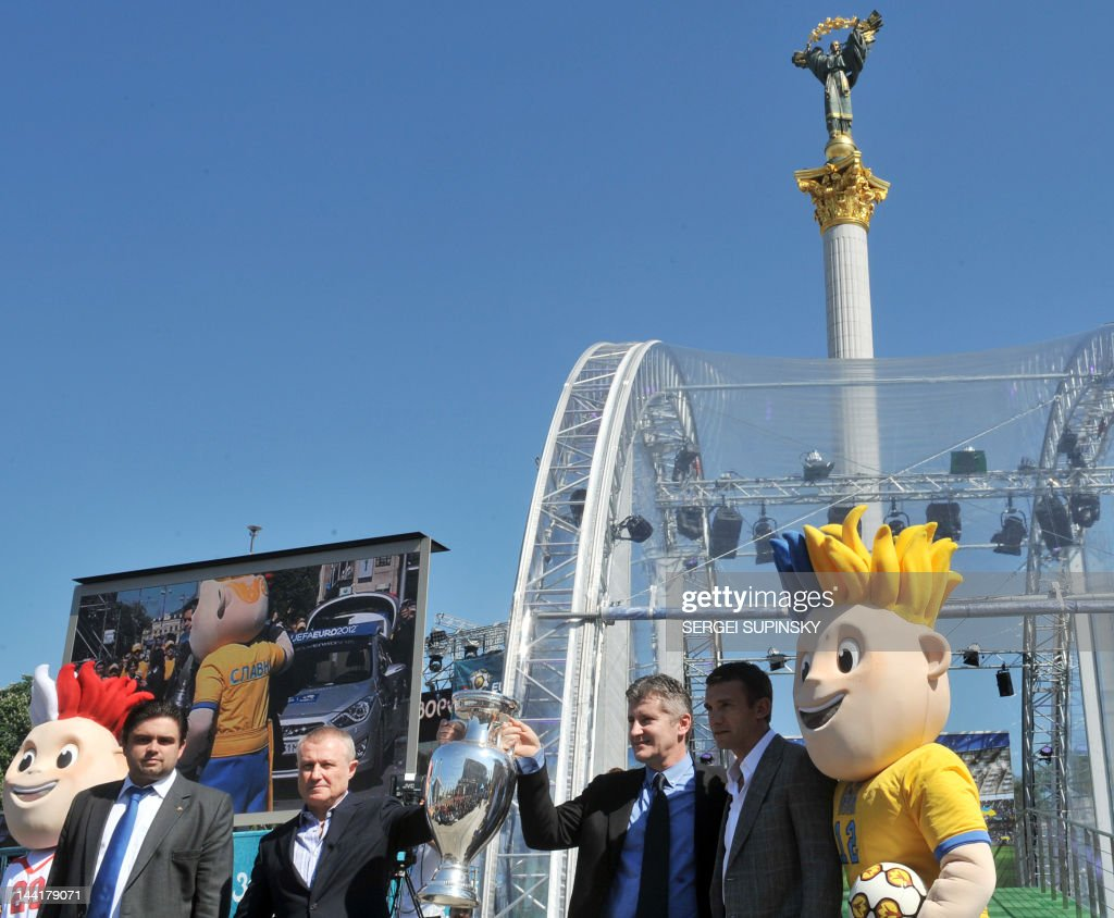 Director EURO-2012 local organization committee Markiyan Lubkivsky, Ukraine President of the Ukrainian Football Federation Grygoriy Surkis, UEFA ambassador Davor Suker and the National football team captain Andriy Shevchenko present an EURO 2012 tournament cup during the ceremony on Independence square in Kiev on May 11, 2012 Along with tournament co-hosts Poland and Ukraine, European football's governing body UEFA has organised a five-week trophy tour in cities across the two countries. AFP PHOTO / SERGEI SUPINSKY