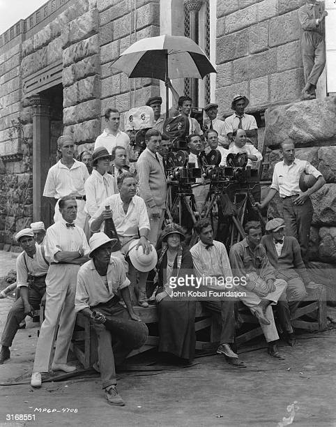 Director Fred Niblo with other crew members on the set of the Roman epic 'BenHur'