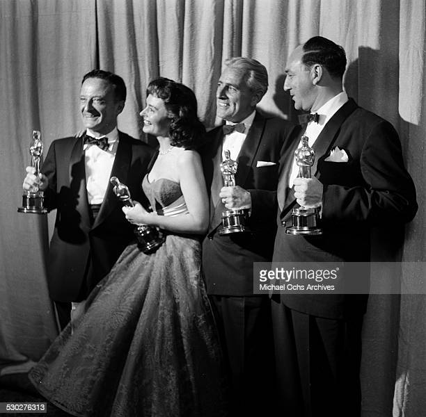 Director Fred Zinnemann poses with actress Donna Reed with her Academy Award for Best Supporting Actress in 'From Here to Eternity' with Producer...