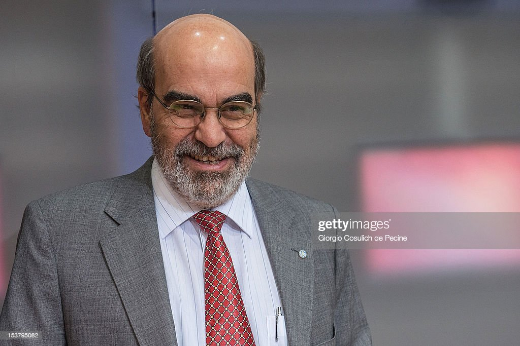 Director General of FAO, Jose Graziano Da Silva smiles as he attends a press conference for the presentation of the new hunger report 2012, at the FAO headquarters on October 9, 2012 in Rome, Italy. In the the latest report on food insecurity, the UN agencies estimated that 868 million people were suffering hunger in 2010-2012 with one out of every eight people in the world chronically undernourished.