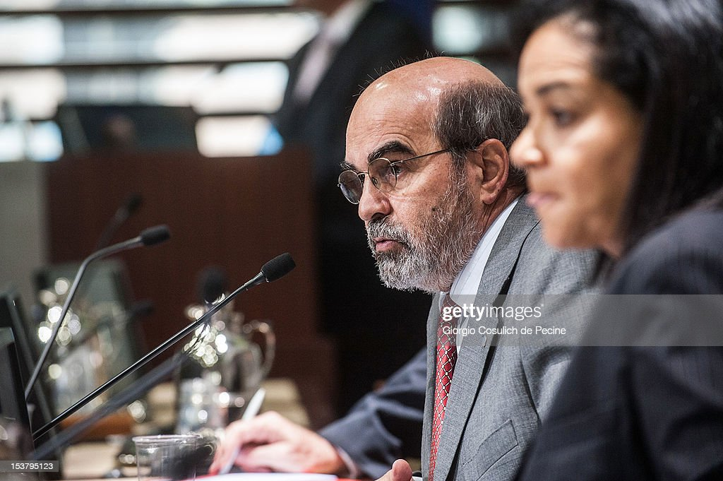 Director General of FAO, Jose Graziano Da Silva (C) talks during a press conference for the presentation of the new hunger report 2012, at the FAO headquarters on October 9, 2012 in Rome, Italy. In the the latest report on food insecurity, the UN agencies estimated that 868 million people were suffering hunger in 2010-2012 with one out of every eight people in the world chronically undernourished.