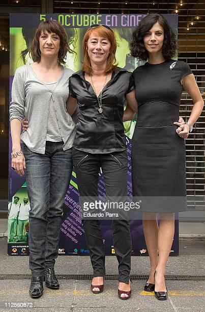 Director Gracia Querejeta with Maibel Verdu and Blanca Portillo attend a photocall for the film 'Siete Mesas de Billar Frances' October 4 2007 in...