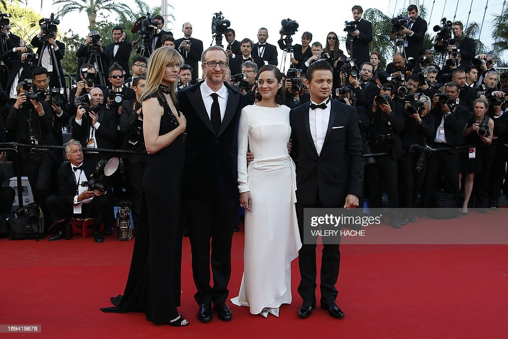 US director James Gray (2ndL) and his wife Alexandra Dickson (L), French actress Marion Cotillard and US actor Jeremy Renner pose on May 24, 2013 as they arrive for the screening of the film 'The Immigrant' presented in Competition at the 66th edition of the Cannes Film Festival in Cannes. Cannes, one of the world's top film festivals, opened on May 15 and will climax on May 26 with awards selected by a jury headed this year by Hollywood legend Steven Spielberg. AFP PHOTO / VALERY HACHE