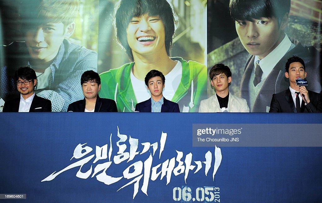 Director Jang ChulSoo Son HyunJoo Lee HyunWoo Park KiWoong and Kim SooHyun attend the 'Secretly and Greatly' press conference at COEX Megabox on May...