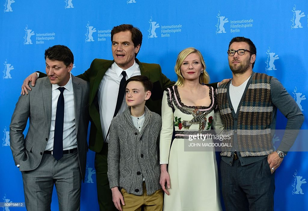 US director Jeff Nichols, US actor Michael Shannon, US Jaeden Lieberher, US actress Kirsten Dunst, Australian actor Joel Edgerton attend a photo call for the film ' Midnight Special by Jeff Nichols' screened in competition of the 66th Berlinale Film Festival in Berlin on February 12, 2016. / AFP / John MACDOUGALL