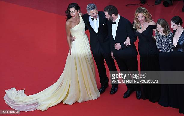 US director Jodie Foster poses on May 12 2016 with Irish actress Caitriona Balfe US actress Julia Roberts British actor Dominic West US actor George...
