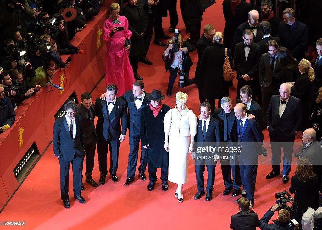 US director Joel Coen, US actor Alden Ehrenreich, US actor Channing Tatum, US actor Josh Brolin, festival director Dieter Kosslick, British actress Tilda Swinton, US director Ethan Coen, US actor George Clooney pose on the red carpet ahead of the film 'Hail, Caesar!' screening as opening film of the 66th Berlinale Film Festival in Berlin on February 11, 2016. / AFP / ODD ANDERSEN