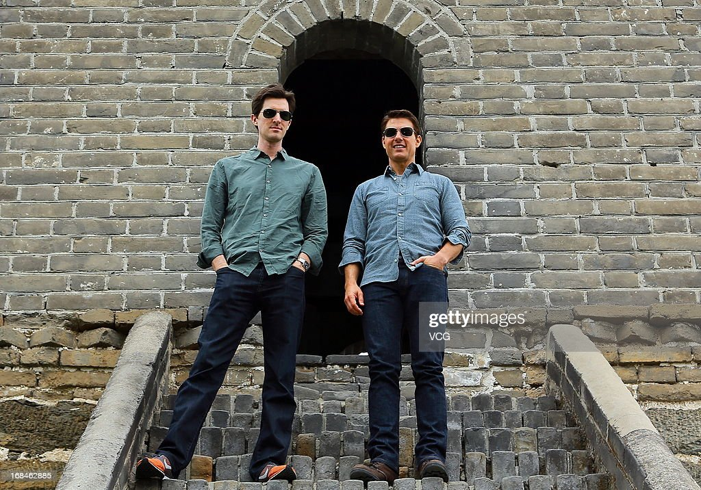 Director <a gi-track='captionPersonalityLinkClicked' href=/galleries/search?phrase=Joseph+Kosinski&family=editorial&specificpeople=7113921 ng-click='$event.stopPropagation()'>Joseph Kosinski</a>(L) and actor <a gi-track='captionPersonalityLinkClicked' href=/galleries/search?phrase=Tom+Cruise&family=editorial&specificpeople=156405 ng-click='$event.stopPropagation()'>Tom Cruise</a> pose for photos during a visit to the Great Wall on May 9, 2013 in Beijing, China.