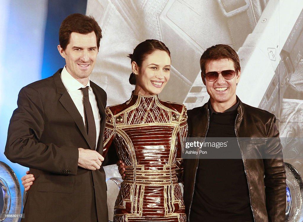 Director Joseph Kosinski, Olga Kurylenko and Tom Cruise pose for a photograph at the Taiwan premiere of 'Oblivion' on April 6, 2013 in Taipei, Taiwan.