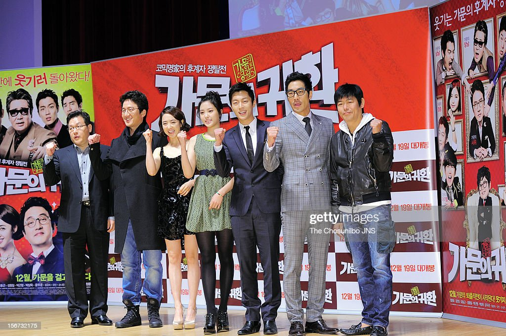 Director Jung Yong-Gi, Jung Jun-Ho, Kim Min-Jung, Son Na-Eun, Yoon Du-Jun, Park Sang-Uk, and Sung Dong-Il attend the 'Return Of The Family' press conference at KonKuk University on November 19, 2012 in Seoul, South Korea.