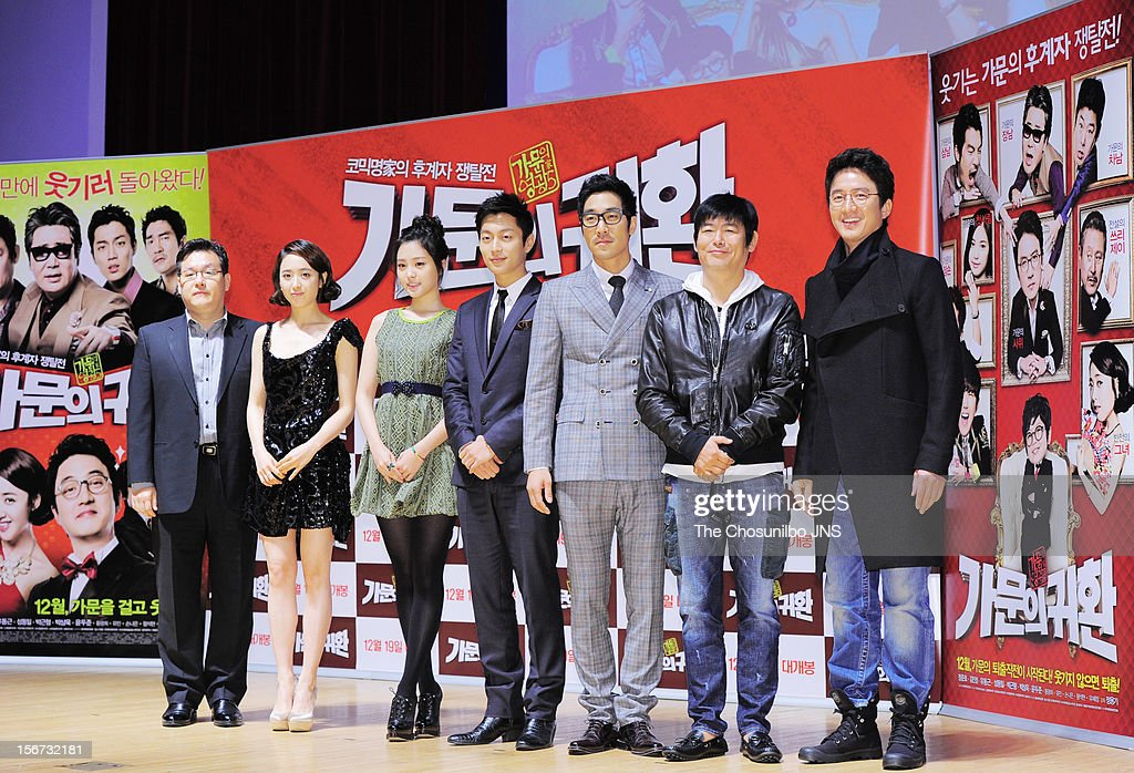 Director Jung Yong-Gi, Kim Min-Jung, Son Na-Eun, Yoon Du-Jun, Park Sang-Uk, Sung Dong-Il, and Jung Jun-Ho attend the 'Return Of The Family' press conference at KonKuk University on November 19, 2012 in Seoul, South Korea.