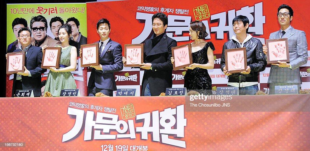Director Jung Yong-Gi, Son Na-Eun, Yoon Du-Jun, Jung Jun-Ho, Kim Min-Jung, Sung Dong-Il, and Park Sang-Uk attend the 'Return Of The Family' press conference at KonKuk University on November 19, 2012 in Seoul, South Korea.