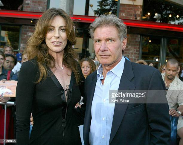 DEBATE sobre estatura de famosos y famosas - Página 2 Director-kathryn-bigelow-and-harrison-ford-at-the-premiere-of-k19-the-picture-id2258868?s=612x612