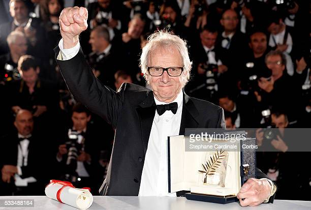 Director Ken Loach poses with The Palme dOr for the movie 'IDaniel Blake' at the Palme D'Or Winners Photocal during the 69th annual Cannes Film...