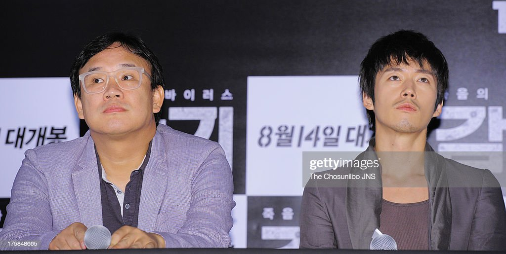 Director Kim Sung-Soo and <a gi-track='captionPersonalityLinkClicked' href=/galleries/search?phrase=Jang+Hyuk&family=editorial&specificpeople=4466900 ng-click='$event.stopPropagation()'>Jang Hyuk</a> attend the 'The Flu' press conference at Wangsimni CGV on August 7, 2013 in Seoul, South Korea.