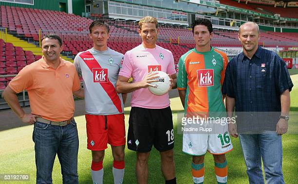 Director Klaus Allofs the new player Jurica Vranjes goalie Tim Wiese Leon Andreasen and coach Thomas Schaaf pose after the press conference of Werder...