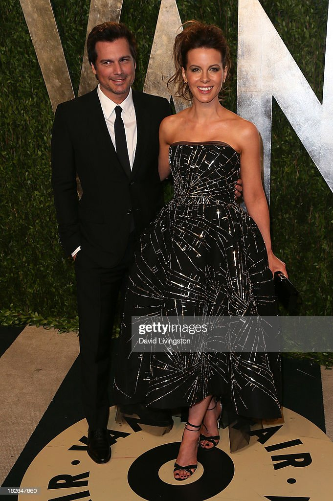 Director Len Wiseman (L) and wife actress Kate Beckinsale attend the 2013 Vanity Fair Oscar Party at the Sunset Tower Hotel on February 24, 2013 in West Hollywood, California.
