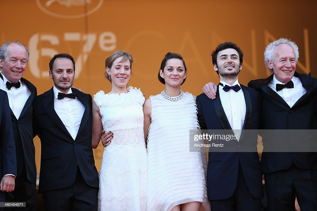 Director <a gi-track='captionPersonalityLinkClicked' href=/galleries/search?phrase=Luc+Dardenne&family=editorial&specificpeople=215507 ng-click='$event.stopPropagation()'>Luc Dardenne</a>, actors <a gi-track='captionPersonalityLinkClicked' href=/galleries/search?phrase=Fabrizio+Rongione&family=editorial&specificpeople=5349599 ng-click='$event.stopPropagation()'>Fabrizio Rongione</a>, Christelle Cornil, <a gi-track='captionPersonalityLinkClicked' href=/galleries/search?phrase=Marion+Cotillard&family=editorial&specificpeople=215303 ng-click='$event.stopPropagation()'>Marion Cotillard</a>, a guest and director <a gi-track='captionPersonalityLinkClicked' href=/galleries/search?phrase=Jean-Pierre+Dardenne&family=editorial&specificpeople=606914 ng-click='$event.stopPropagation()'>Jean-Pierre Dardenne</a> attend the 'Two Days, One Night' (Deux Jours, Une Nuit) premiere during the 67th Annual Cannes Film Festival on May 20, 2014 in Cannes, France.