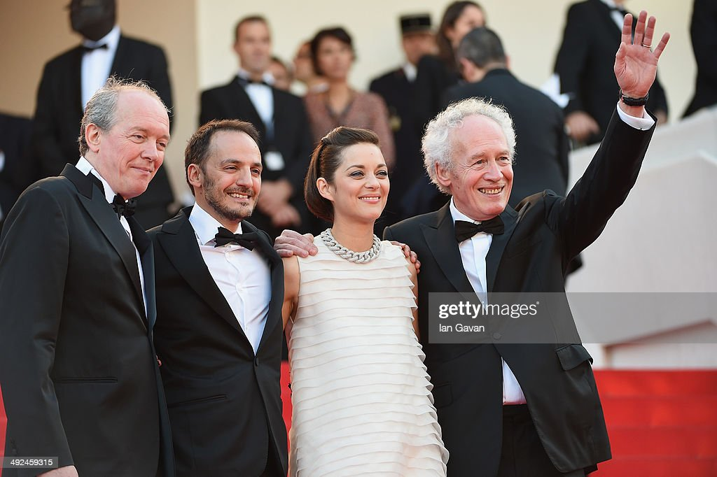 Director <a gi-track='captionPersonalityLinkClicked' href=/galleries/search?phrase=Luc+Dardenne&family=editorial&specificpeople=215507 ng-click='$event.stopPropagation()'>Luc Dardenne</a>, actors <a gi-track='captionPersonalityLinkClicked' href=/galleries/search?phrase=Fabrizio+Rongione&family=editorial&specificpeople=5349599 ng-click='$event.stopPropagation()'>Fabrizio Rongione</a>, <a gi-track='captionPersonalityLinkClicked' href=/galleries/search?phrase=Marion+Cotillard&family=editorial&specificpeople=215303 ng-click='$event.stopPropagation()'>Marion Cotillard</a> and director <a gi-track='captionPersonalityLinkClicked' href=/galleries/search?phrase=Jean-Pierre+Dardenne&family=editorial&specificpeople=606914 ng-click='$event.stopPropagation()'>Jean-Pierre Dardenne</a> attend the 'Two Days, One Night' (Deux Jours, Une Nuit) premiere during the 67th Annual Cannes Film Festival on May 20, 2014 in Cannes, France.