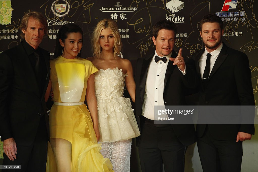 Director Michael Bay Li Bingbing Nicola Peltzat Mark Wahlberg and Jack Reynor poses for a picture at the Shanghai premiere of 'Transformers' on June...
