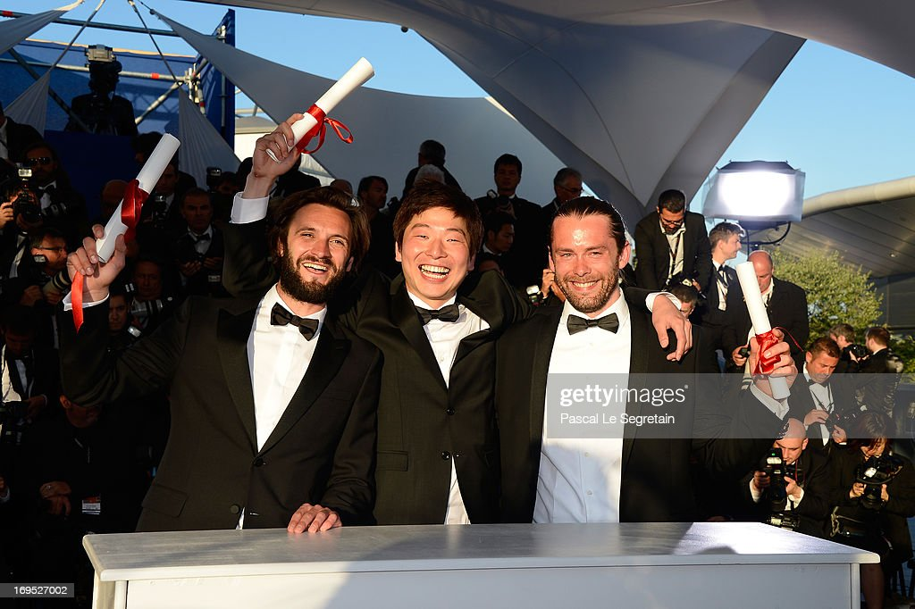Director Moon Byung-gon (C) poses with the 'Palme d'Or' for the film 'Safe' at the Palme D'Or Winners Photocall during the 66th Annual Cannes Film Festival at the Palais des Festivals on May 26, 2013 in Cannes, France.