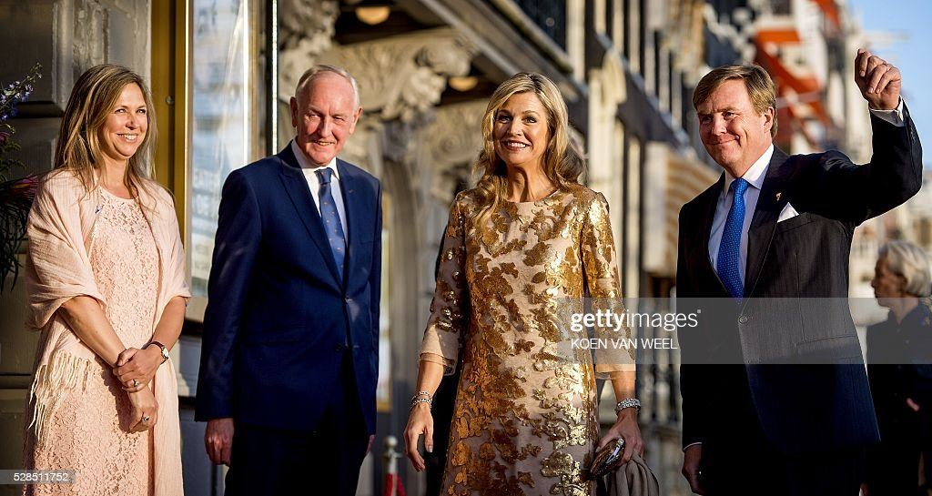 Director of Carre Madeleine van der Zwaan, King's Commissioner Johan Remkes, Queen Maxima and King Willem-Alexander arrives for the Liberation Day celebration concert in Amsterdam on May 5, 2016. / AFP / ANP / Koen van Weel / Netherlands OUT