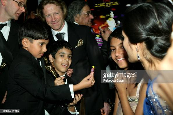 slumdog millionaire co stars dating Dev patel, actor: slumdog millionaire dev patel was born in harrow, london, to anita, a caregiver, and raj patel, who works in it his parents, originally from nairobi, kenya, are both of gujarati indian descent.