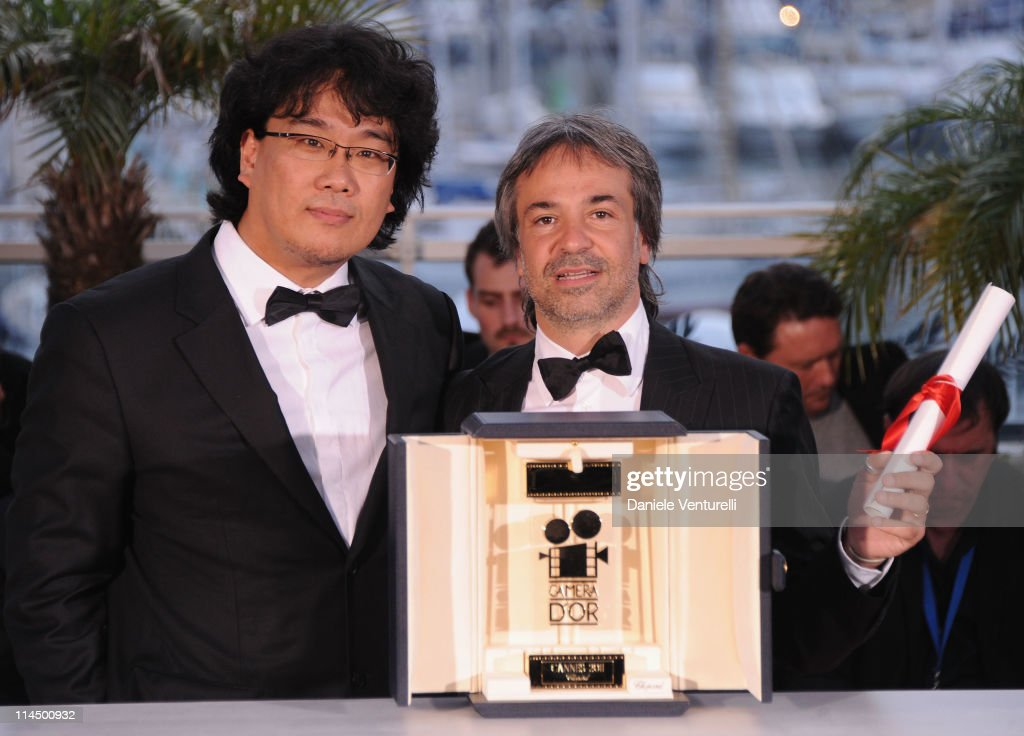 Director Pablo Giorgelli (R) wins the Camera d'Or for his movie 'Las Acacias' with Camera d'Or Jury President Joon Ho Bong during the Palme D'Or Winners Photocall at the 64th Annual Cannes Film Festival at the Palais des Festivals on May 22, 2011 in Cannes, France.