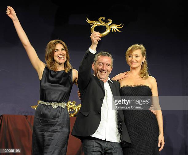 Director Pascal Chaumeil between actresses Helena Nogerra and Julie Ferrier receives the 'Best Romantic Comedy' Awardat the Cabourg Romantic Film...