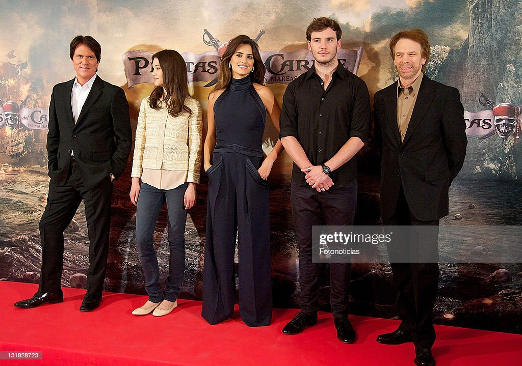 Director <a gi-track='captionPersonalityLinkClicked' href=/galleries/search?phrase=Rob+Marshall+-+Film+Director&family=editorial&specificpeople=210892 ng-click='$event.stopPropagation()'>Rob Marshall</a>, actress Astrid-Berges Frisbey, actress Penelope Cruz, actor <a gi-track='captionPersonalityLinkClicked' href=/galleries/search?phrase=Sam+Claflin&family=editorial&specificpeople=7238693 ng-click='$event.stopPropagation()'>Sam Claflin</a> and producer <a gi-track='captionPersonalityLinkClicked' href=/galleries/search?phrase=Jerry+Bruckheimer&family=editorial&specificpeople=203316 ng-click='$event.stopPropagation()'>Jerry Bruckheimer</a> attend 'Pirates Of The Caribbean: On Stranger Tides' photocall at the Villamagna Hotel on May 18, 2011 in Madrid, Spain.