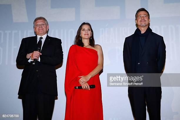 Director Robert Zemeckis actors Marion Cotillard and Brad Pitt present the 'Allied Allies' Paris Premiere at Cinema UGC Normandie on November 20 2016...