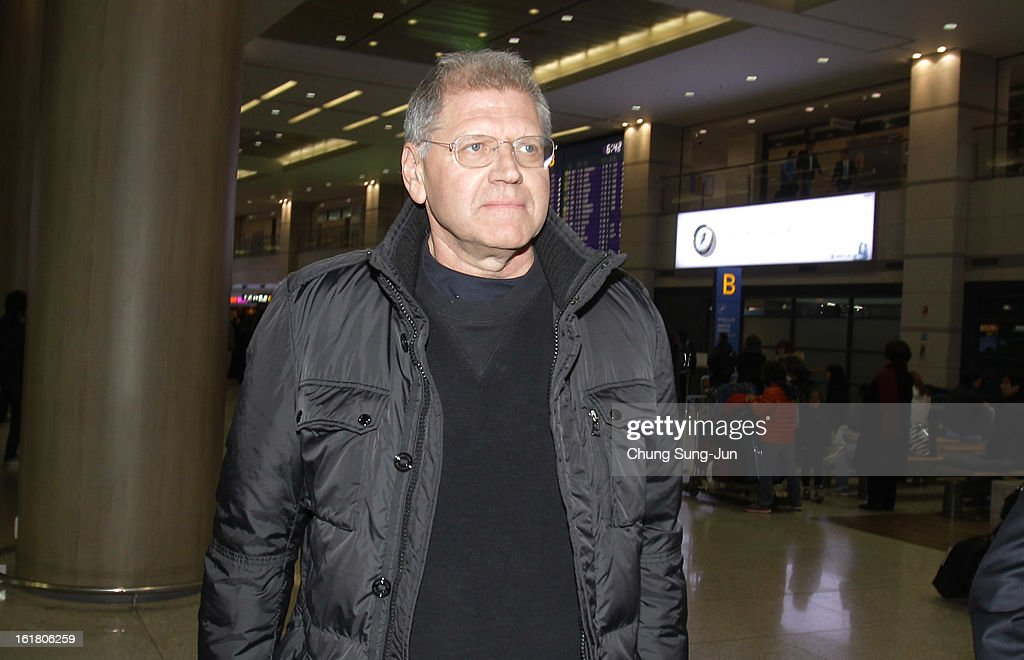 Director <a gi-track='captionPersonalityLinkClicked' href=/galleries/search?phrase=Robert+Zemeckis&family=editorial&specificpeople=211550 ng-click='$event.stopPropagation()'>Robert Zemeckis</a> arrives at Incheon International Airport on February 17, 2013 in Incheon, South Korea. <a gi-track='captionPersonalityLinkClicked' href=/galleries/search?phrase=Robert+Zemeckis&family=editorial&specificpeople=211550 ng-click='$event.stopPropagation()'>Robert Zemeckis</a> is visiting South Korea to promote his recent film 'Flight' which will be released in South Korea on February 28.