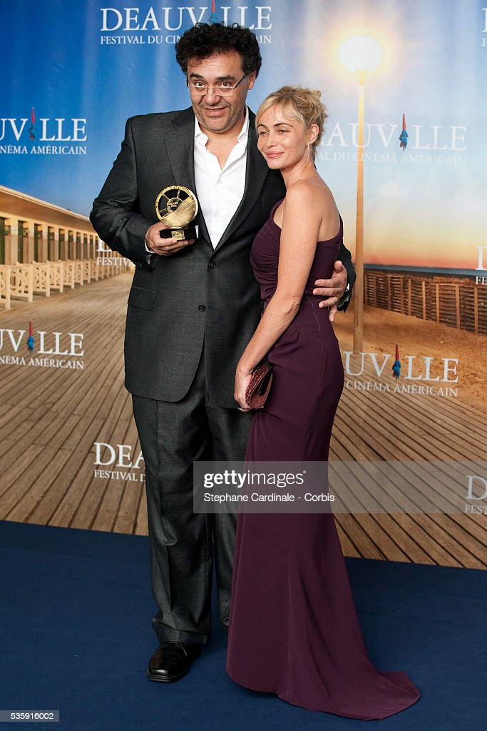 Director Rodrigo Garcia poses with president of the jury, Emmanuelle Beart after receiving the Jury Prize for his movie 'Mother and child' at the 36th American Film Festival in Deauville.