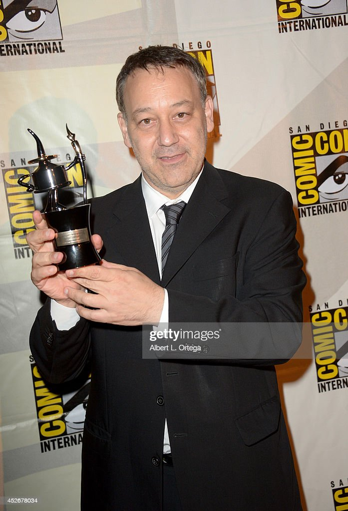 Director <a gi-track='captionPersonalityLinkClicked' href=/galleries/search?phrase=Sam+Raimi&family=editorial&specificpeople=215417 ng-click='$event.stopPropagation()'>Sam Raimi</a>, recipient of Comic-Con International's Inkpot Award, during a surprise appearance during Comic-Con International 2014 at San Diego Convention Center on July 25, 2014 in San Diego, California.
