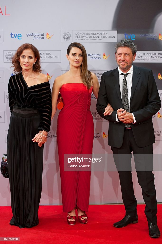 Director Sergio Castellitto (R), Spanish actress Penelope Cruz (C) and Margaret Mazzantini (L) attend the 'Venuto al Mondo' (Volver A Nacer) premiere at the Kursaal Palace during the 60th San Sebastian International Film Festival on September 25, 2012 in San Sebastian, Spain.