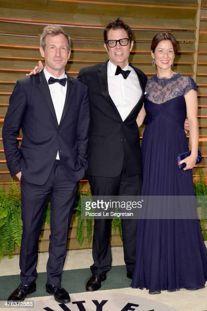 Director Spike Jonze actor Johnny Knoxville and Naomi Nelson attend the 2014 Vanity Fair Oscar Party hosted by Graydon Carter on March 2 2014 in West...