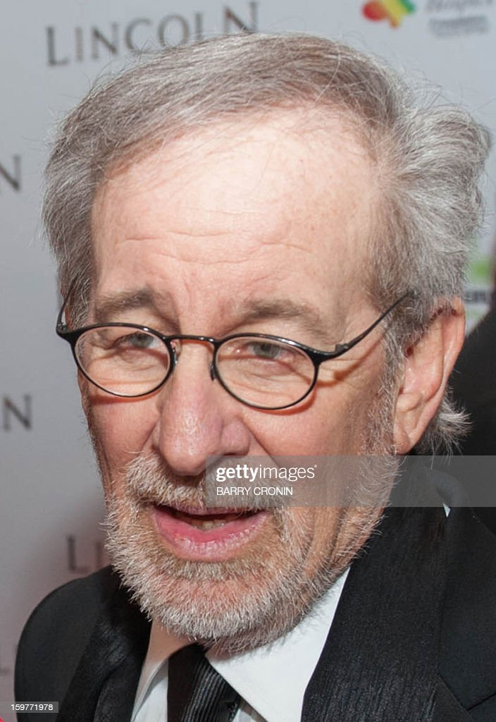 US director Stephen Spielberg speaks to the media on the red carpet during arrival for the European premiere of the film 'Lincoln' in Dublin on January 20, 2013. AFP PHOTO / BARRY CRONIN