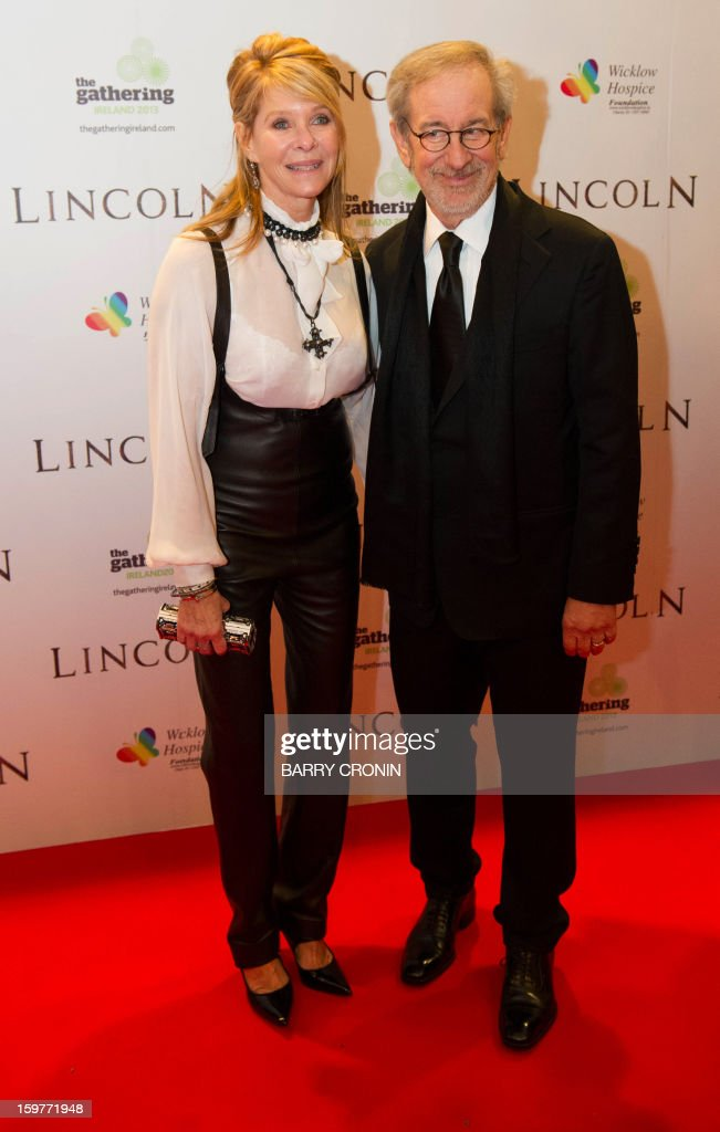 US director Stephen Spielberg (R) and his wife Kate Capshaw (L) pose on the red carpet during arrival for the European premiere of the film 'Lincoln' in Dublin on January 20, 2013. AFP PHOTO / BARRY CRONIN