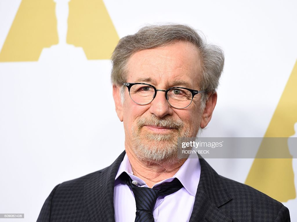Director Steven Spielberg arrives at the 88th Oscar Nominees Luncheon in Beverly Hills, California, February 8, 2016. / AFP / ROBYN BECK