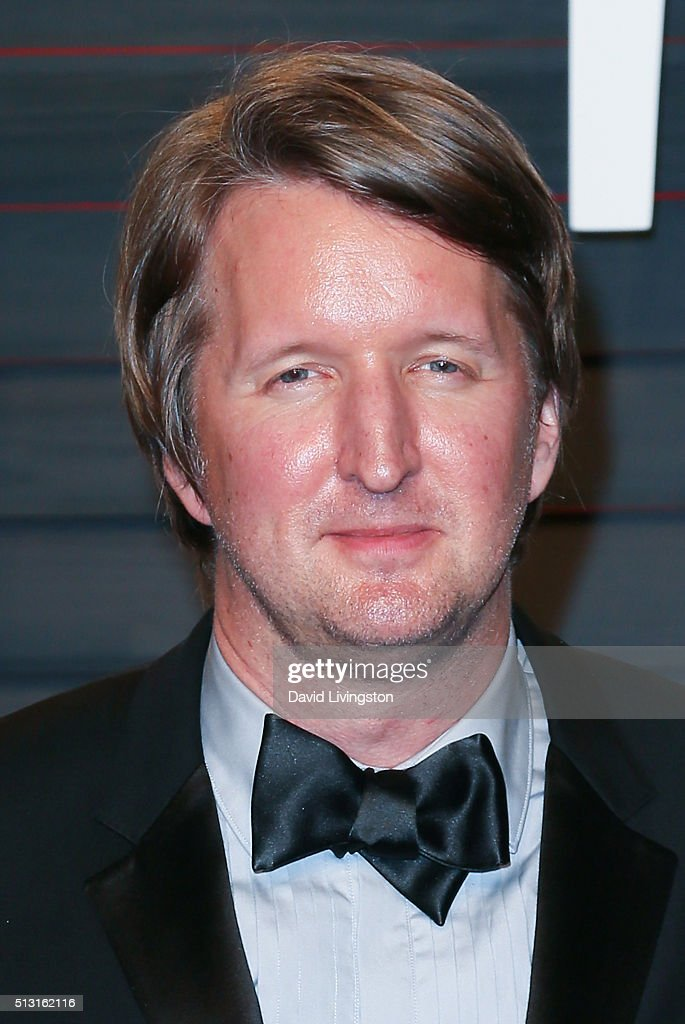 Director Tom Hooper arrives at the 2016 Vanity Fair Oscar Party Hosted by Graydon Carter at the Wallis Annenberg Center for the Performing Arts on February 28, 2016 in Beverly Hills, California.
