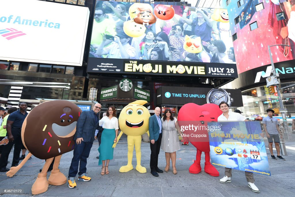 The Cast Of The Emoji Movie Celebrates World Emoji Day On Good Morning America