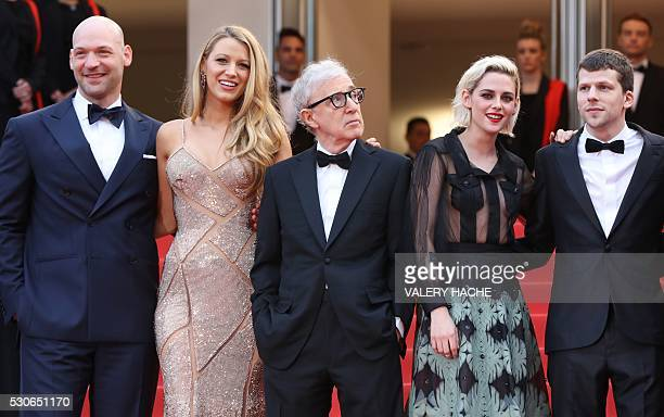 US director Woody Allen poses on May 11 2016 with US actor Corey Stoll US actress Blake Lively US actress Kristen Stewart and US actor Jesse...