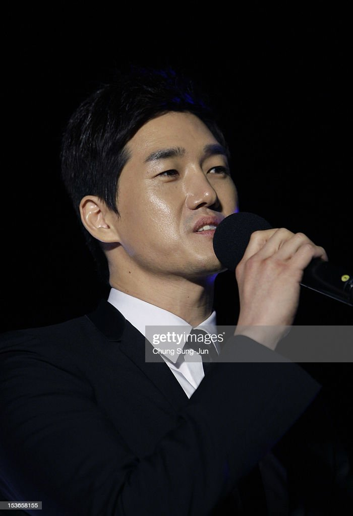 Director Yoo Ji-Tae attends the outdoor greeting for 'Mai Ratima' during the 17th Busan International Film Festival (BIFF) at Haeundae beach on October 8, 2012 in Busan, South Korea. The biggest film festival in Asia showcases 304 films from 75 countries and runs from October 04 until October 13..