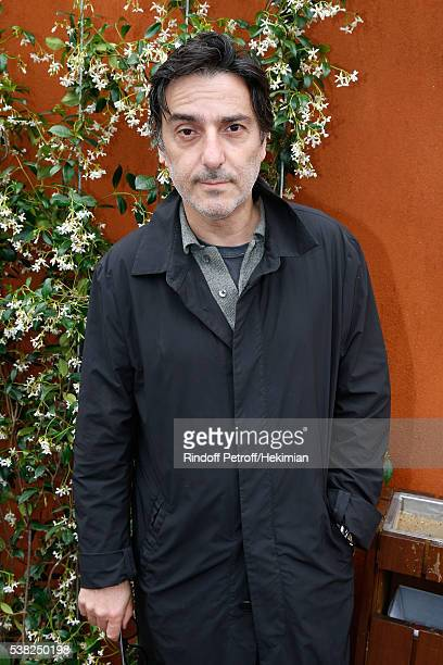 Director Yvan Attal attends Day Fifteen Men single's Final of the 2016 French Tennis Open at Roland Garros on June 5 2016 in Paris France