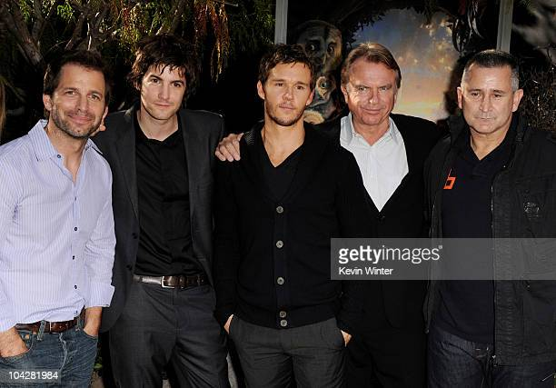 Director Zack Snyder actors Jim Sturgess Ryan Kwanten Sam Neill and Anthony LaPaglia pose at the premiere of Warner Bros 'Legend of The Guardians The...